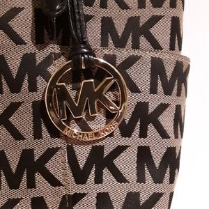Michael Kors handbag in excellent condition!